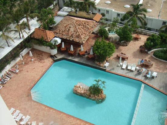 Sapphire Beach Club Resort: Sapphire Beach Pool from our penthouse
