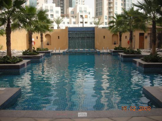 Vida Downtown: front pool