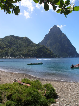‪سانت لوسيا: Pitons and Soufirere beach‬
