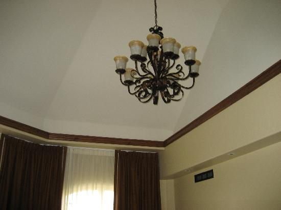 Tivoli Lodge: Chandelier