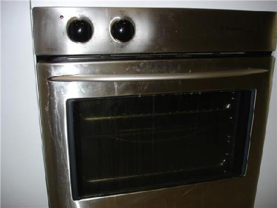 Byron Lakeside Apartments: The oven