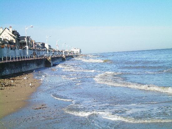 Luc-sur-Mer, Fransa: la digue et les cabines de plage