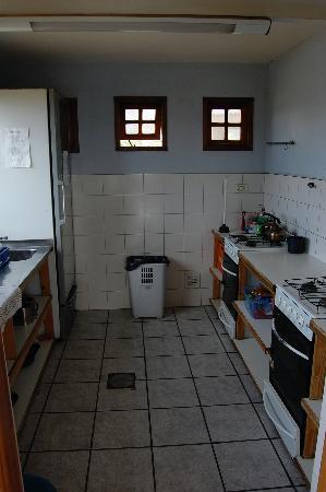 America del Sur Hostel: Shared Kitchen