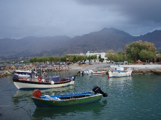 Frangocastello harbour with Flisvos taverna behind the trees