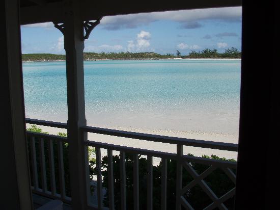 Sampson Cay Club: small beach behind the marina
