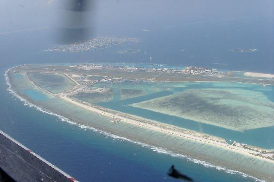 Cinnamon Hakuraa Huraa Maldives: Male airport
