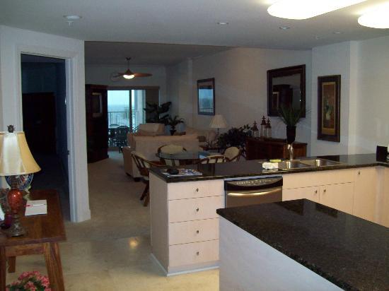 Sea Breeze Condominium Resort: Beautifully Decorated and Spacious Floor Plan.
