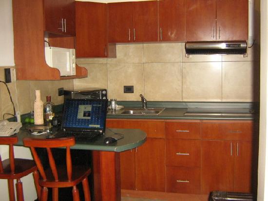 Hotel La Amistad: Studio Apt. kitchen area