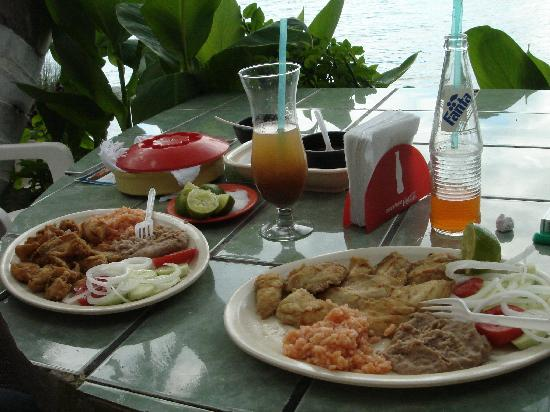 Riviera Nayarit, Meksiko: traditional food next to hotel