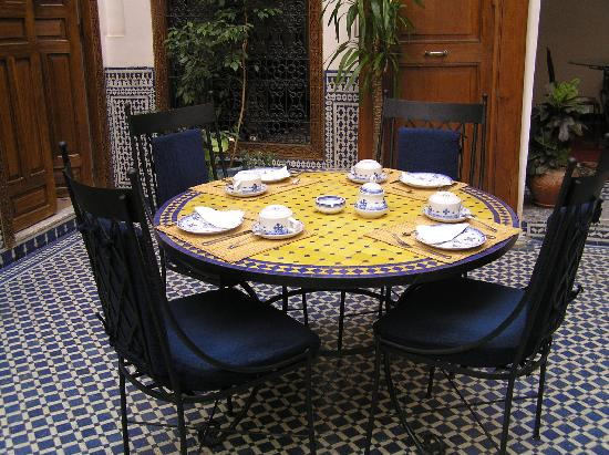 Riad Zamane breakfast/dining area