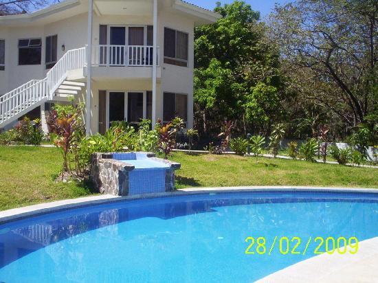 The Hideaway Hotel Playa Samara: Swimming Pool and rooms