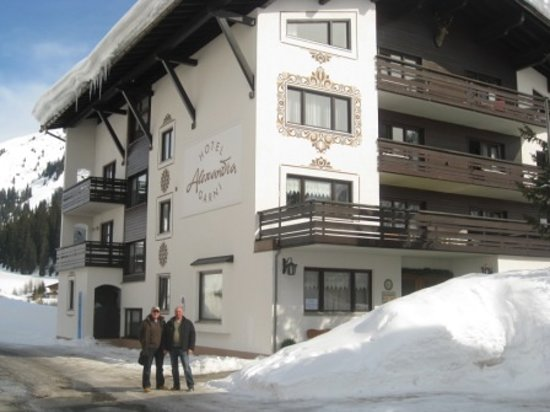 Hotel Alexandra: Outside the chalet