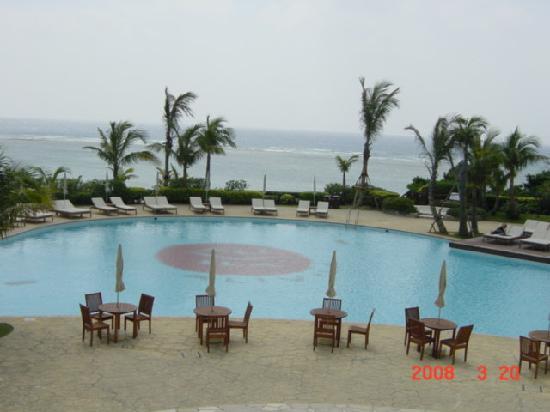 Hotel Nikko Alivila Yomitan Resort Okinawa: プール。