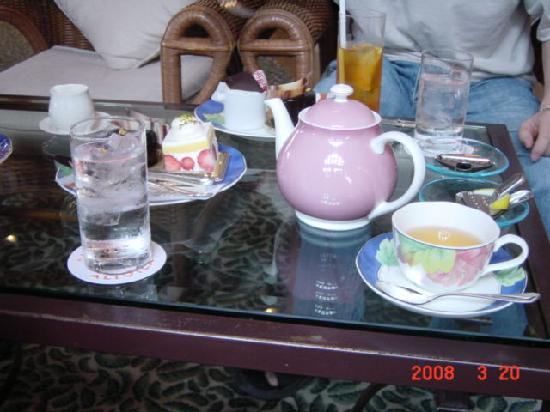 Hotel Nikko Alivila Yomitan Resort Okinawa: かわいいポット。コーヒーより紅茶がお薦め。
