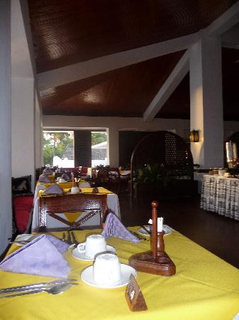 Jacaranda Indian Ocean Beach Resort: Salle de restaurant