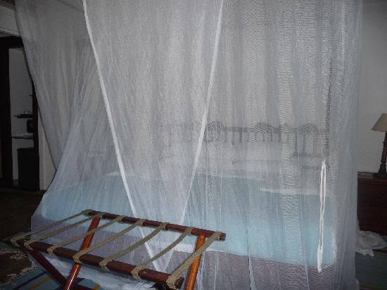 Jacaranda Indian Ocean Beach Resort: Chambre préparée pour la nuit