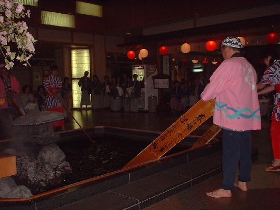 Hotel Sakurai: 館内湯もみショー