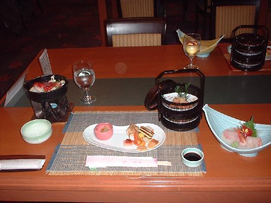 Hotel Sakurai: ハーフバイキングの夕食