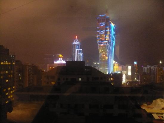 Metropark Hotel: Night view