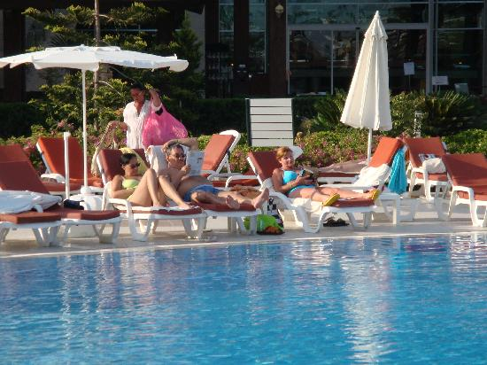 Miracle Resort Hotel: At the pool