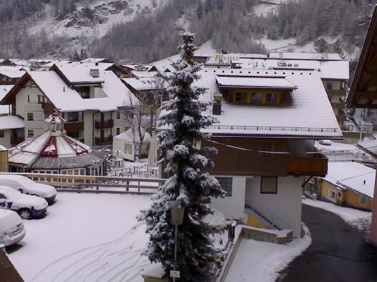 Hotel Alpina: View from Solden-room balcony