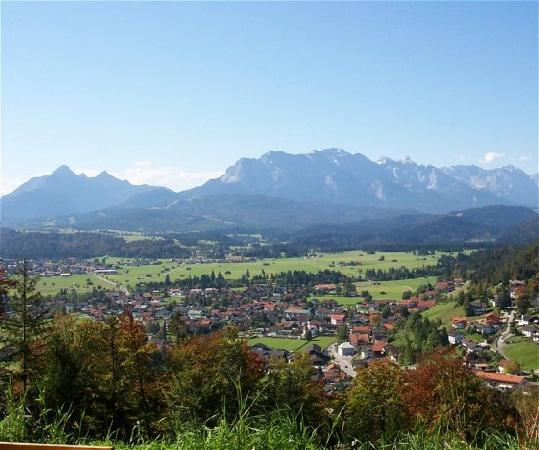 Wallgau, Germany: Excellent views of surrounding mountains...
