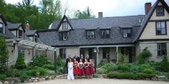 The Notchland Inn: The wedding party in front of the Inn