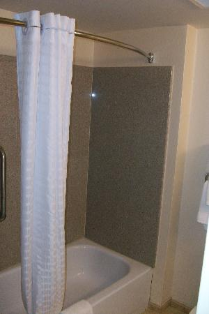 Country Inn & Suites by Radisson, Petersburg, VA: Bathroom 1
