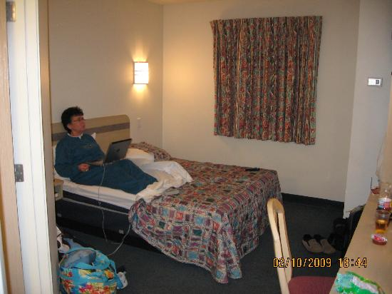 Very small room picture of motel 6 sidney sidney for Very small room