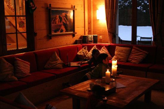 Chalet Shiraz : Relaxing in the living room