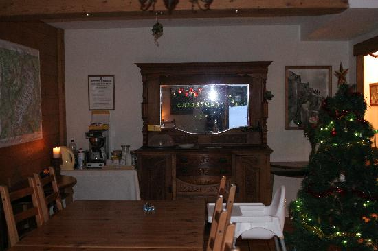 Chalet Shiraz : Decorated dining area