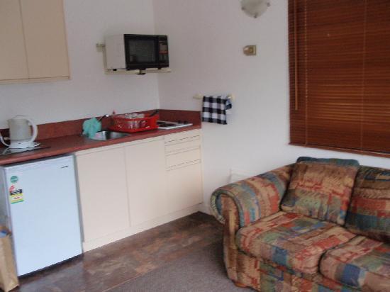 Caples Court: kitchen