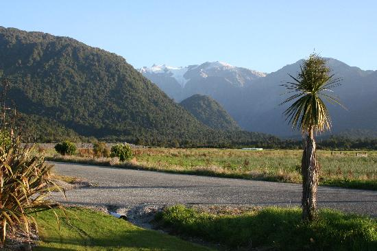 Glenfern Villas Franz Josef: View from the garden area in front of villa