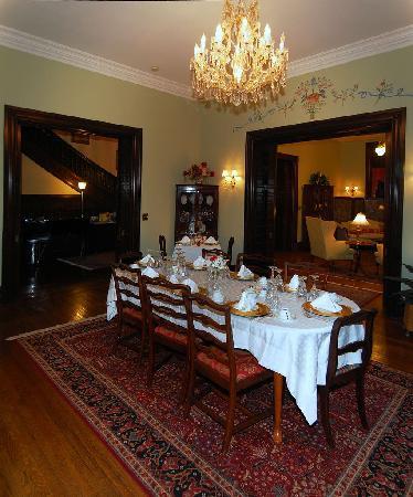Inn at the Park Bed & Breakfast: Dining Room