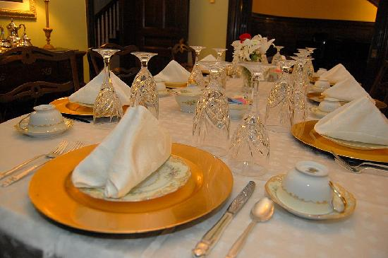 Inn at the Park Bed & Breakfast: Table Setting