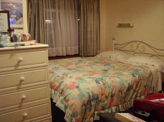 The Regal Guest House: Bedroom - not what was advertised on website!