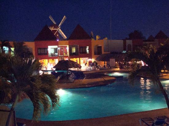 The Mill Resort & Suites Aruba: Vista nocturna