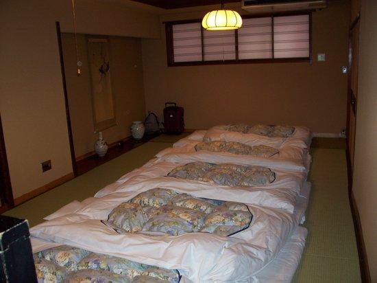 โรงแรมเอโดะยะ: le coin salon de la chambre