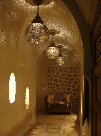 Zamzam Riad: hallway