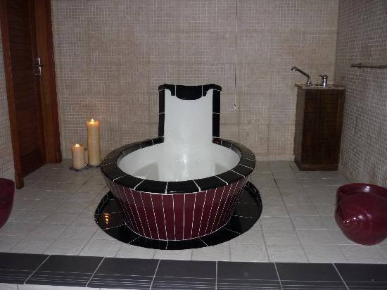 Hotel Botanico & The Oriental Spa Garden: Jacuzzi bath in the spa