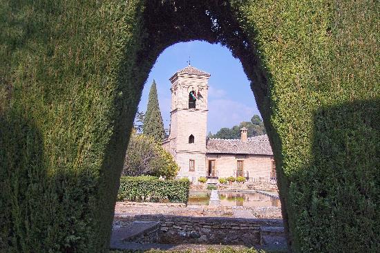 Santa Isabel la Real: plaza view of Alhambra