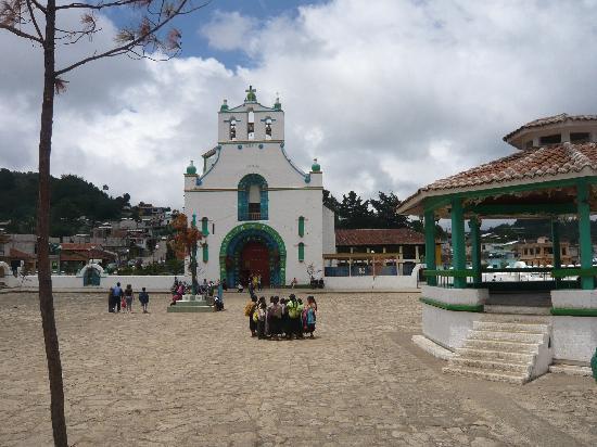 Hotel Posada El Paraiso: Egise San Juan Chamula