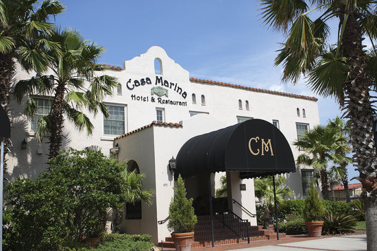 Casa Marina Hotel and Restaurant: The entrance of the Casa Marina - an historic hotel