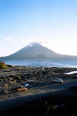 Hotel Paradise Inn: volcano view