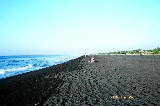 Villas del Pacifico Resort & Conference Center: morning on the beach