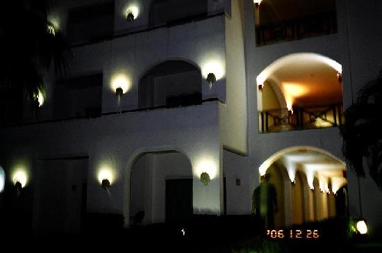 Villas del Pacifico Resort & Conference Center: night time