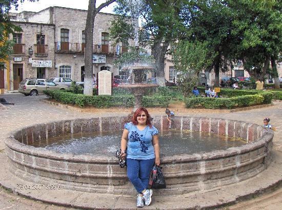 Howard Johnson Calle Real Morelia: jardin frente al convento de las capuchinas