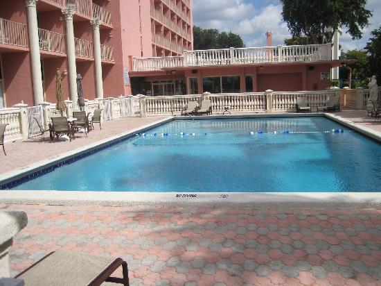 Stadium Hotel: Pool outside the hotel