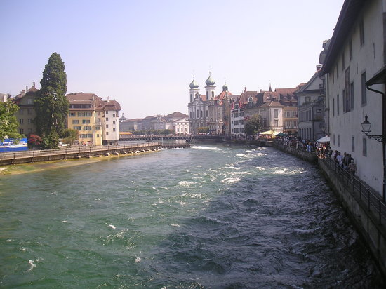 Luzern, Schweiz: River Reuss, Lucerne, Switzerland
