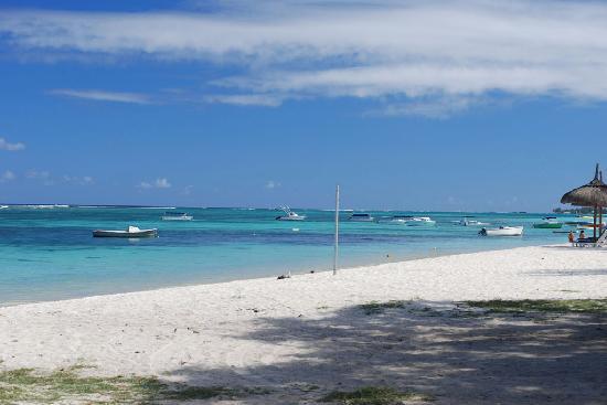 Le Palmiste Resort & Spa: Troux aux Biches beach